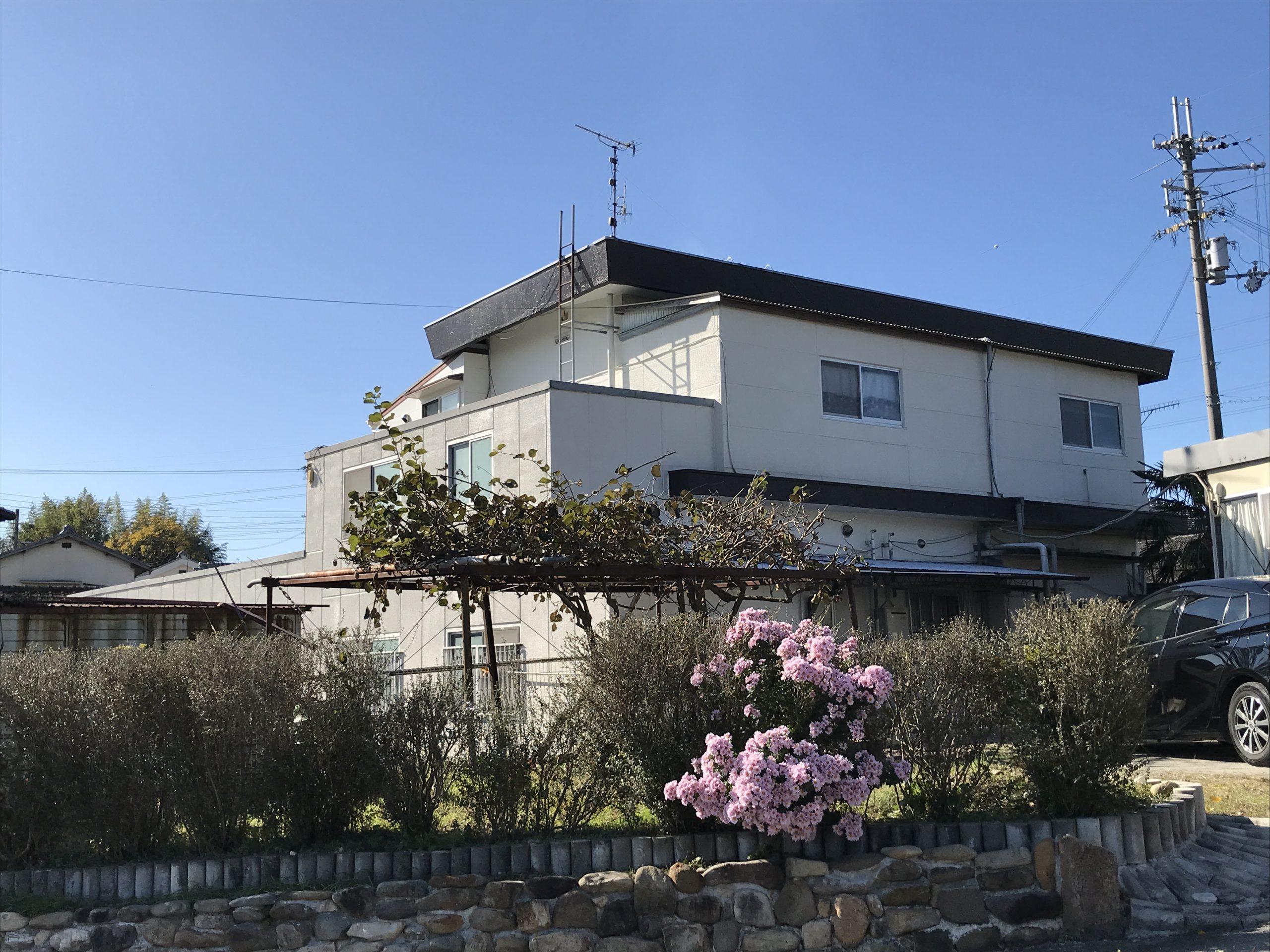 RC造 築40年 陸屋根(電話問い合わせ) この度は診断依頼をいただきありがとうございました。HP掲載にもご理解を賜り感謝いたします。 定期的にメンテナンスを実施しているとの事でした。屋根、壁の防水性能も良好、床下シロア […]